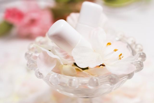 シミに高い即効性がある美白美容液はビタミンC誘導体
